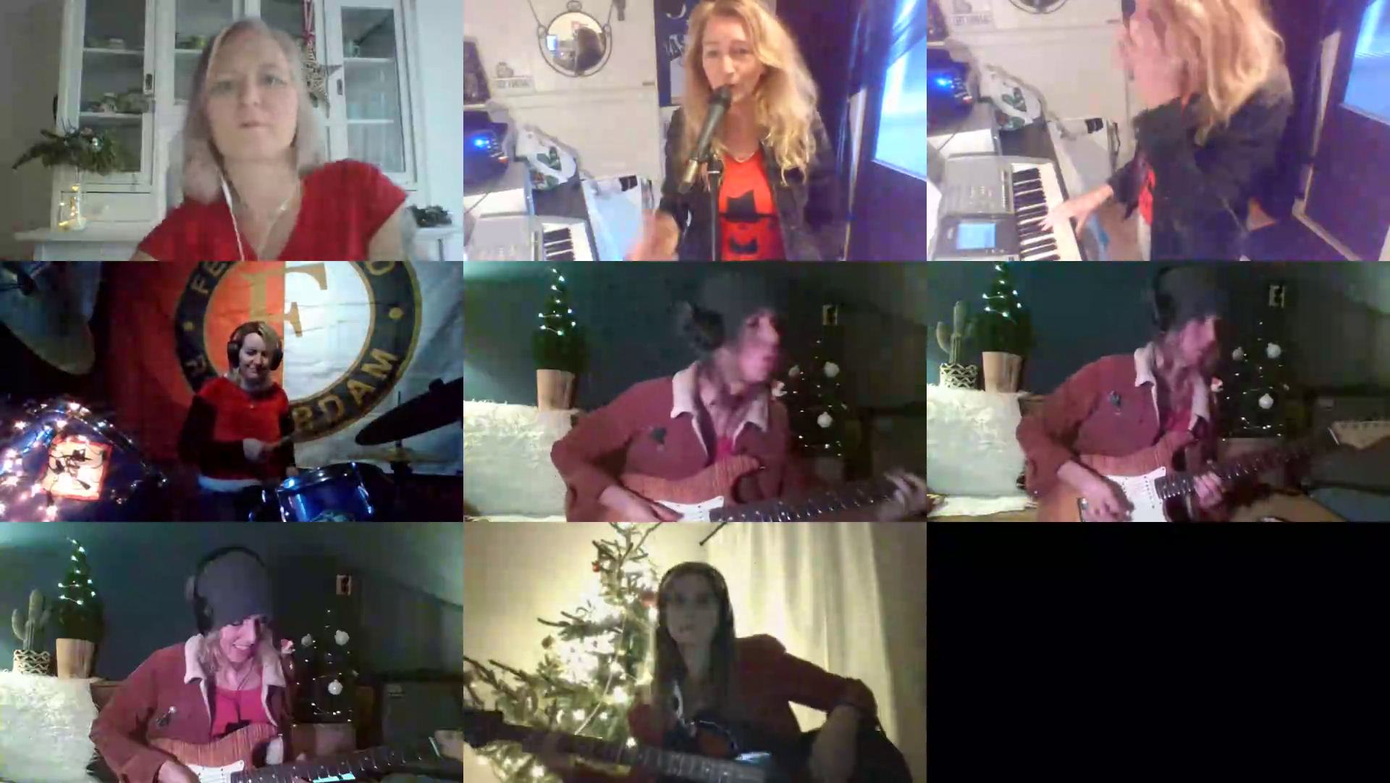 Lonely this Christmas - Las Bandidas